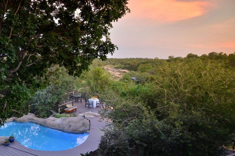 Lodge Safaris: Afrika auf einer Lodge Safari Tour entdecken und sehenswerte Lodges wie die Greenfire Game Lodge mit ihrem fantastischen Pool besuchen