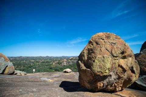 Ausblick über den Matobo Nationalpark - Runde Felsbrocken und hügelige Täler