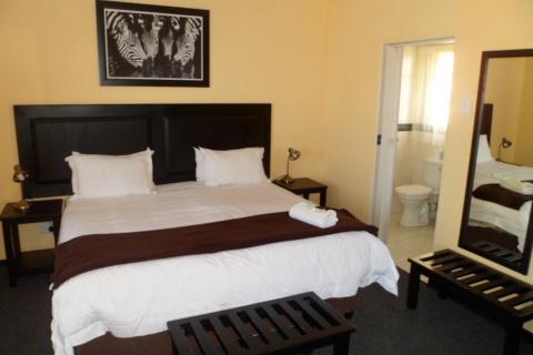 Übernachtung während der Südafrika Wandertour in der Battelfield Country Lodge im Zulu Land: Blick ins Zimmer