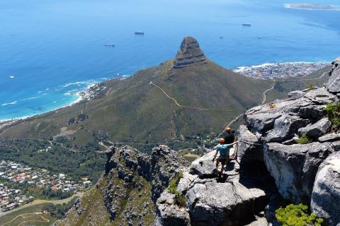 Ein Höhepunkt der Gruppenreise Südafrika: Blick vom Tafelberg auf Kapstadt in Südafrika