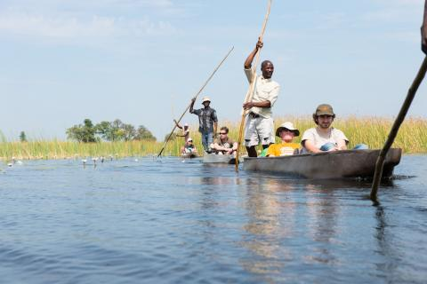 Fahrt mit dem Mokoro durch das Okavango Delta in Botswana