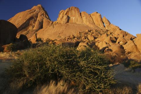 Brandberg Massiv mit seinen weltbekannten Felsmalerein in Namibia