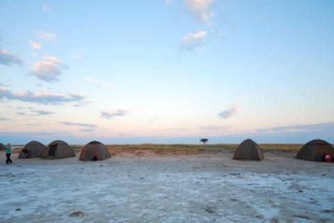 Camping Safari in Botswana in der Kalahari Wüste