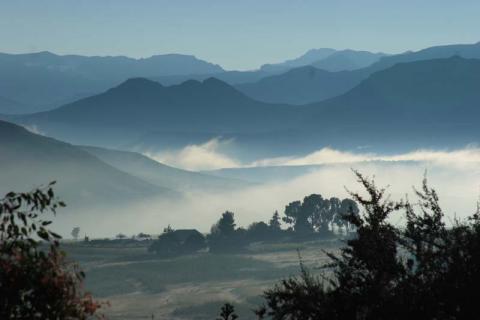 Lesotho im Frühnebel