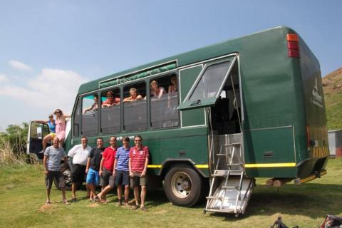 Drifters Reisegruppe vor dem Safaritruck