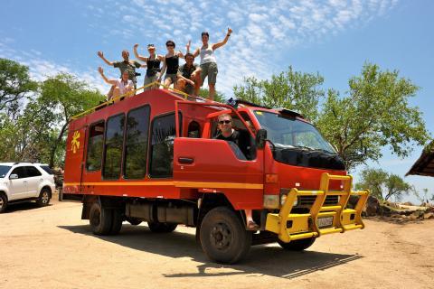 Reisegruppe auf dem Sunways Safari Truck