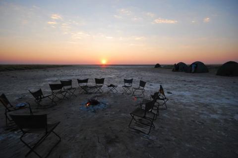 Camping in den Makgadikgadi-Salzpfannen mit einem traumhaften Sonnenaufgang
