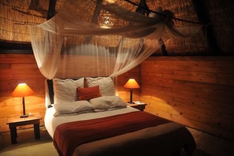 Blick in das Zimmer der Miombo Safari Lodge im Hwange National Park