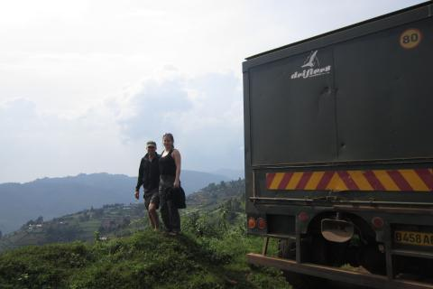 Panorama in den Rwenzori Mountains mit Drifters Safari Teilnehmern Expeditions Truck