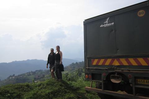 Panorama in den Rwenzori Mountains mit Drifters Safari Teilnehmern Expeditions Truck