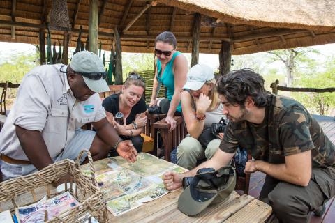Tourbesprechung mit den Guides von Sunway Safaris