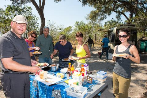 Lunch während der Botswana Simbabwe Rundreise in den Ruinen von Great Zimbabwe