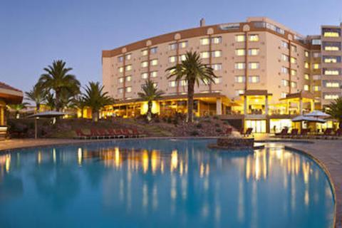Pool des Safari Court Hotels