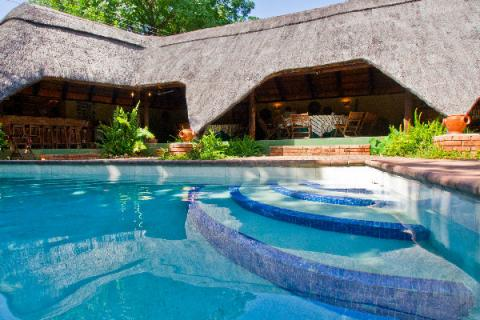 Pool in der Greenfire Lodge Victoria Falls