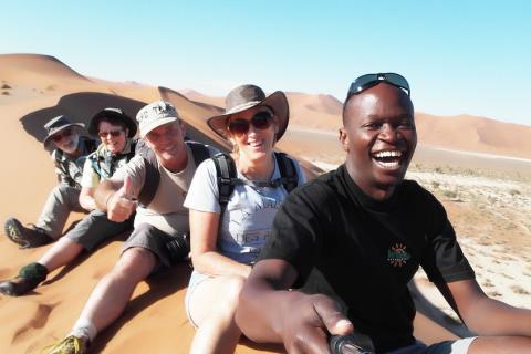 Kiboko Adventures Reisegruppe am Sossusvlei in Namibia