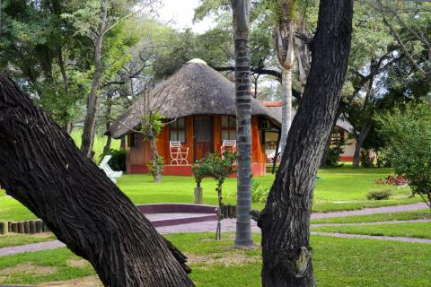 Hakusembe Rvier Lodge am Okavang River