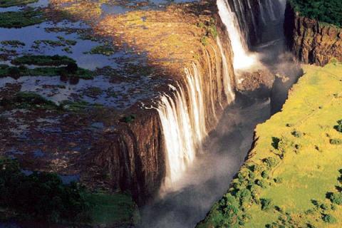 Victoriafälle zwischen Sambia und Simbabwe aus der Luft