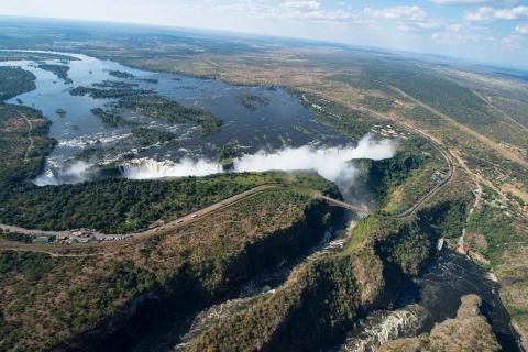 Höhepunkt auf der Rundreise durch Namibia und Botswana: Victoriafälle aus der Luft. Das Naturwunder begeistert auf jeder Tour