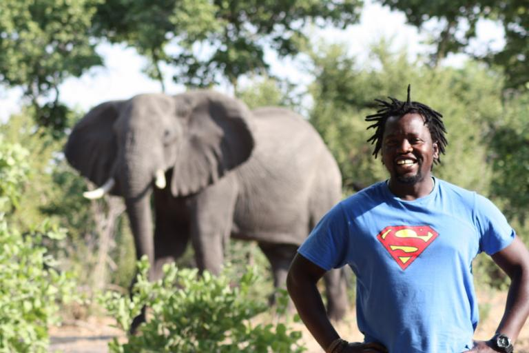 Sunway Safaris Reiseleiter / Guide mit Elefant