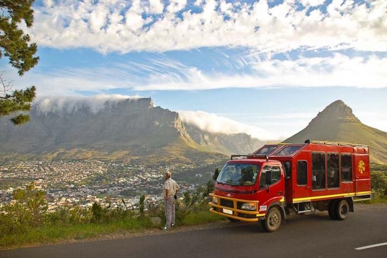 Sunway Safaris Overland Truck vor dem Tafelberg in Kapstadt