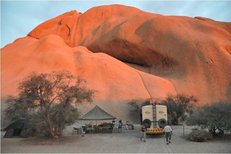 Reisekonzept Fully Services Camping Safaris von Kiboko Adventures: Camp Szene in Spitzkoppe