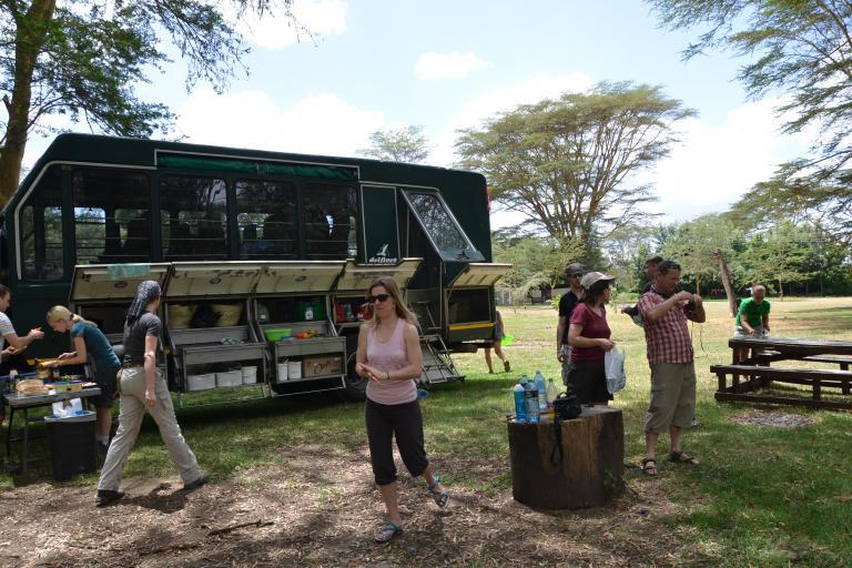 Lunchtime auf eine Drifters Safari: Picknick mit Guide und der Reisegruppe