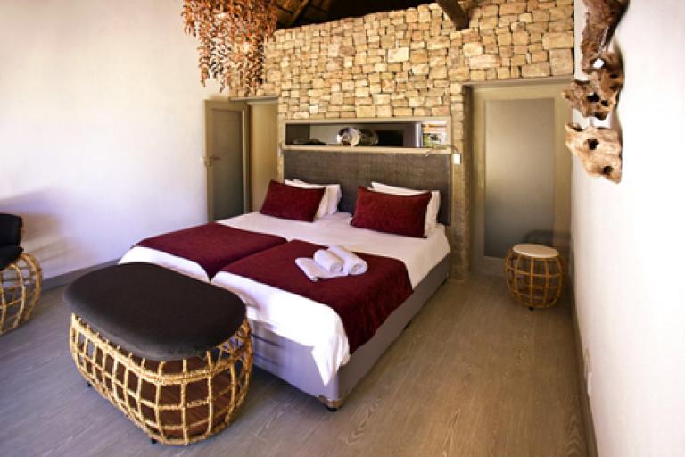 Mokuti Lodge Schlafzimmer während einer Kiboko Adventure Safari