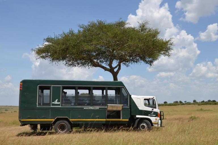 Drifters Safari Truck während Camping Safari in der Serengeti in Tansania