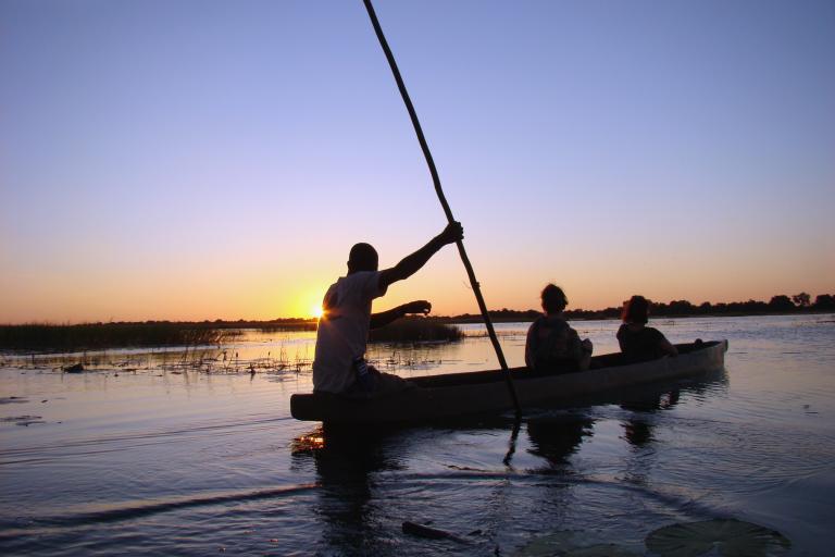 Mokoro Fahrt durch das Okavango Delta während einer Camping Safari