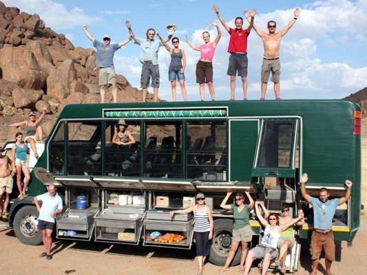 Safari Gruppe ideal auch fuer Allenreisende Afrika Besucher