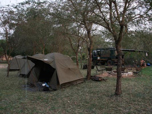 Reisegruppe im Drifters Safari Truck während der Tour durch Ostafrika