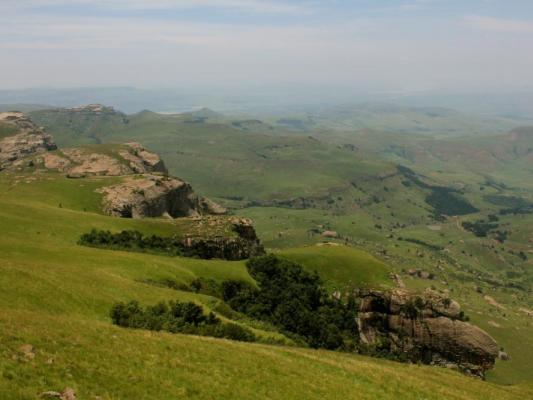 Wandern in Südafrika: Panorama der Drakensberge