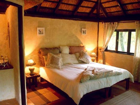 Greenfire Hazyview Lodge - Blick in das Zimmer mit Bett