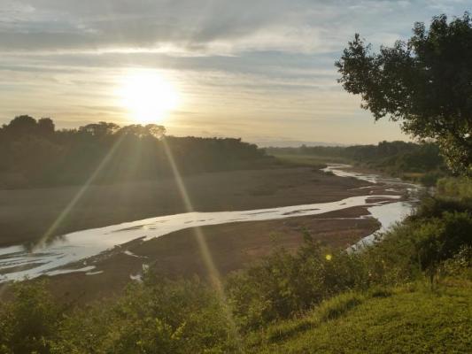 Flusslandschaft zum Sonnenufgang in Simbabwe