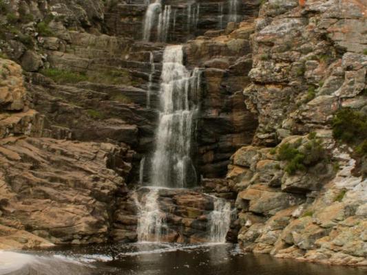 Wasserfall am Otter Trail: Wanderweg entlang der Gardenroute Südafrika