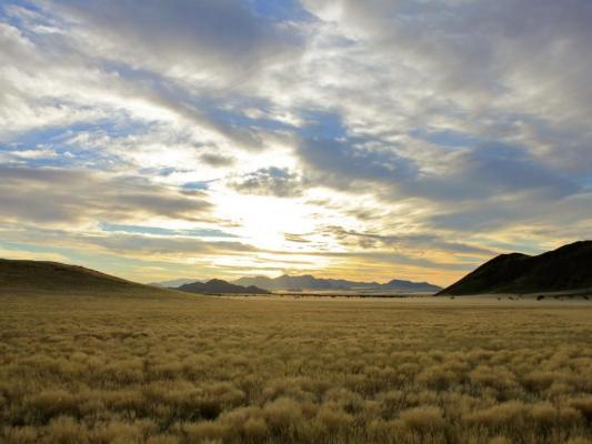 Safari mit Drifters: Typisches Camp mit Truck in Namibia