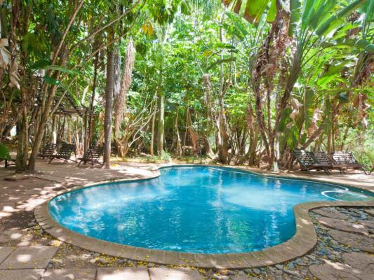 Pool und Terasse der Greenfire Hazyview Lodge