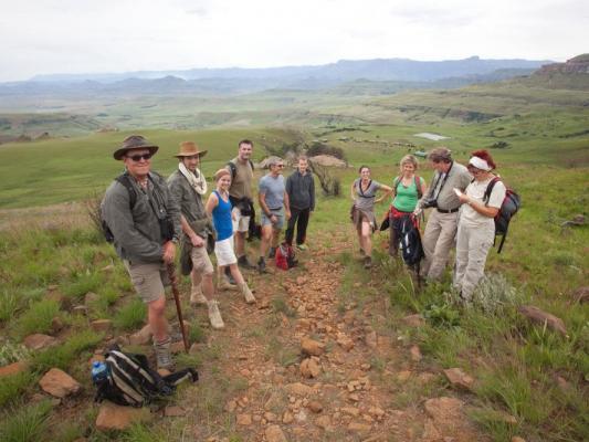 Wandergruppe mit Drifters Adventure Tours in den südafrikanischen Drakensbergen