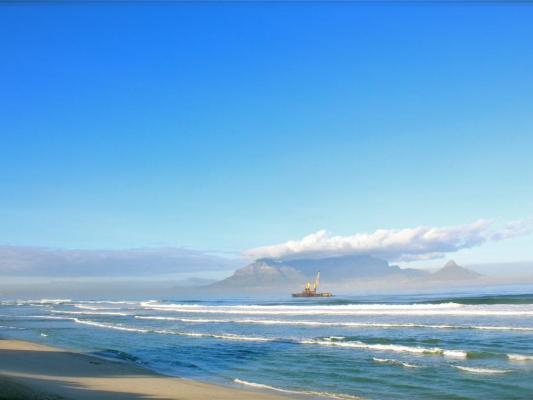 Blick auf Kapstadt bei Sonnenschein: Hafen