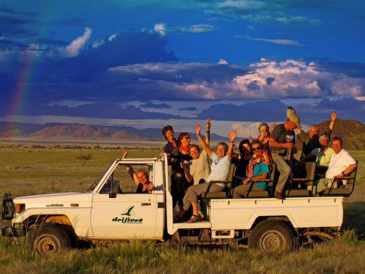 Pischfahrt im offenen Safari Jepp von Drifters im Namibrand Game Reserve