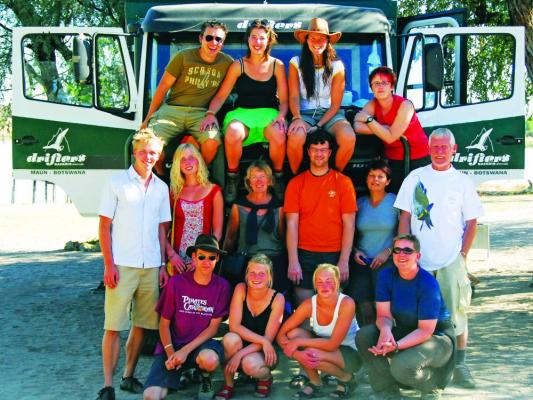 Drifters Safari Reisegruppe: Gruppenbild mit Truck