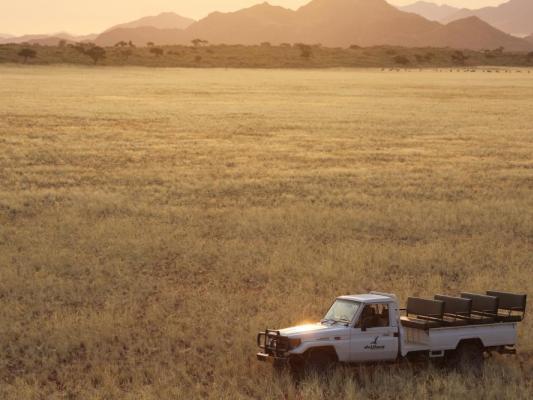 Drifters Reisen: Reisegruppe in der Kalahari Wüste in Botswana