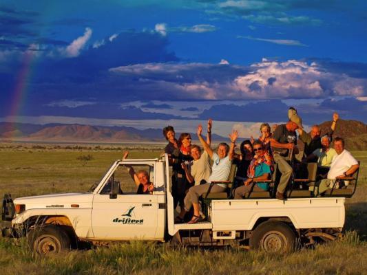 Pirschfahrt im offenen Jeep im Namibrand Naturreservat Namibia