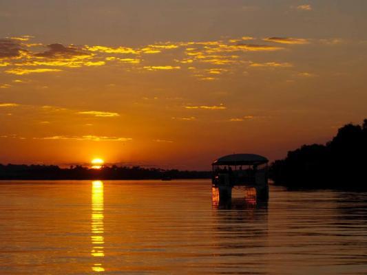 Sonneuntergang über dem Sambesi Fluss
