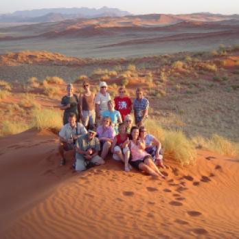 Afrika alleine bereisen: Gruppenreisen für Einzelreisende & Alleinreisende nach Afrika? Gemeinsamer Besuch der Namib Wüste