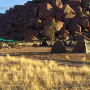 Geräumige Canvas-Zelte auf Campings Safari mit Drifters Adventure Tours