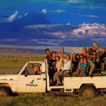 Gruppenreisen: Afrika auf einer Gruppenreise entdecken. Gemeinsames Gruppenerelebnis auf einer Safari ins Namibrand